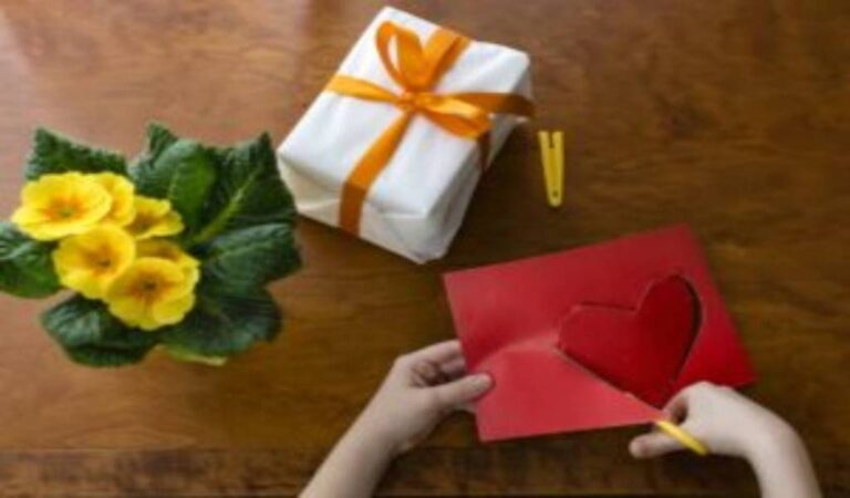 Top Gifts Ideas for Your Girlfriend that Fit in Her Memorable Occasions