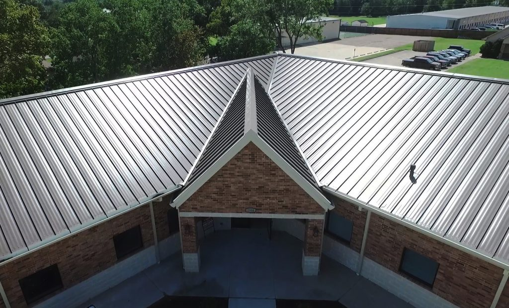 Know the pro and cons of metal roofing Houston before investing on it