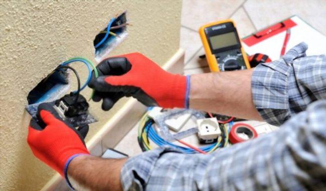 Electrician Be Helpful